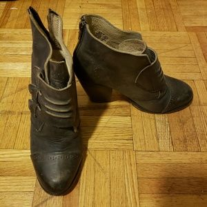Free Bird By Steve Madden Gray Leather Booties